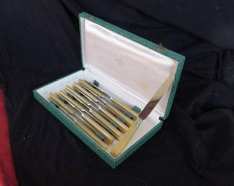 ancienne série de 12 couteaux à dessert fabrication de la Serpe d'or, 54,rue de Ménilmontant à Paris, old series of dessert knives, vintage