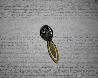 Bookmark oval resin and dried carrot wild flower