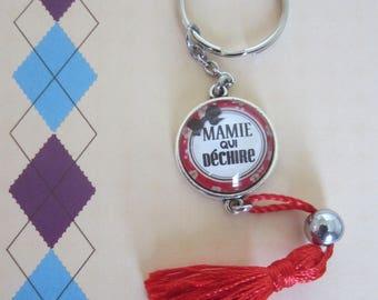 "Gift for Grandma: ""Grandma that rocks"" keychain"