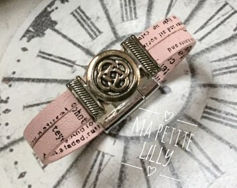 Bracelet girl pale pink leather with a magnetic closure