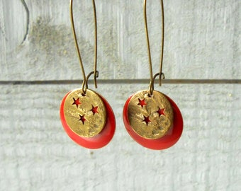 Star and enamelled red sequin and bronze earring