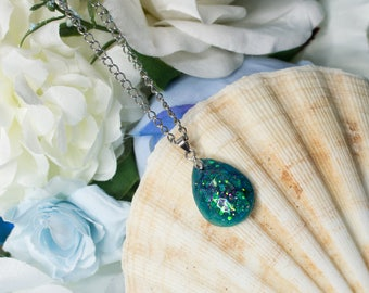 Mermaid Tear - Necklace with faceted teardrop teal pendant with green and fuchsia reflections, silver mermaid chain