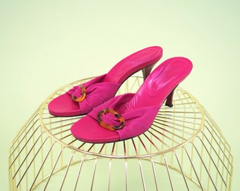 Lovely vintage hot pink heel slides with unique tortoise shell oval buckle on front pink strap SIZE 8