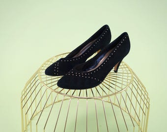 Gorgeous vintage Andrew Geller black suede pumpe with gold studs