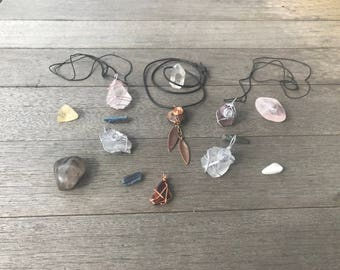 Energy Carries (Crystals Necklaces)