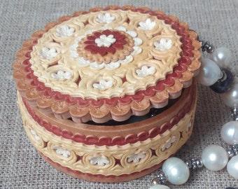 "Birch Bark box , wood carved jewelry box , beads box , trinket box , rings box , decorative box , wooden box , D 2.4 "" , H 1.2 """