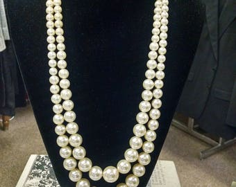 1960s Pearl Necklace Faux