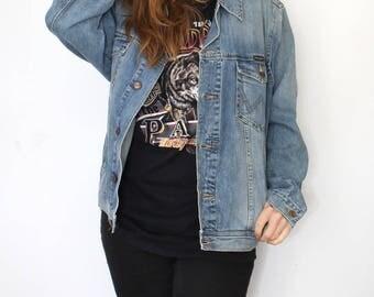 Wrangler denim jacket - authentic western vintage trucker jacket - washed blue jeans - 80s 90s unisex oversized - hipster Indie - size XL