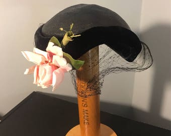 1950s Black COCKTAIL Hat / Vintage 50s Black STRAW & Velvet Hat, with Face Netting and Pink ROSES