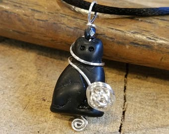 Black Cat Necklace With Ball of Yarn Pendant, Kitty Cat Lover Gift, Cat Pendant, Gift for Knitters Knitting Jewelry, Cat Jewelry, Women