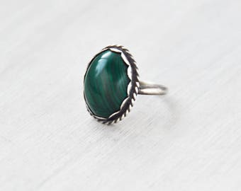 Vintage Oval Malachite Ring - sterling silver dark green gemstone cabochon cab gem stone - scalloped bezel rope setting - Size 5.5
