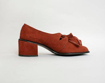 Vintage 1960s Shoes - Rust Brown Soft Suede Chunky Heel Mod Style Lace Up Cut-Out Shoes - Round Square Toe - Size 6