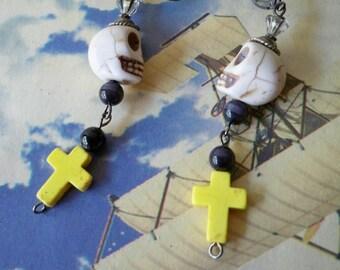 Skull beaded earrings - Yellow crosses - Black glass beads - Dangle earrings - Glass Crown - One of a Kind - bycat