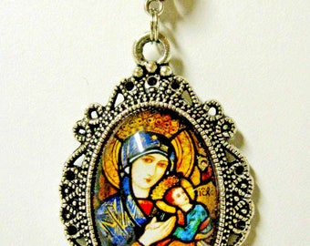 Our Lady of Perpetual Help pendant with chain - AP04-286