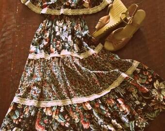 Vintage 70s floral sundress / lace trim tiered Hippie dress / Folk Festival Boho Summer sundress