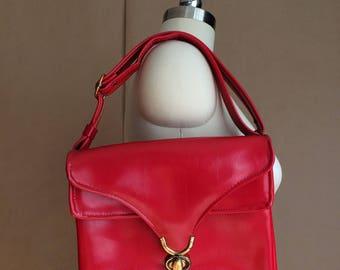 WEEKEND SALE! vintage 1970's red vinyl purse / handbag / shoulder bag / mod retro