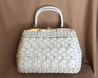 Vintage 60's White Handbag, White Woven Purse with Top Handle, 50's Retro Summer Purse, Pearly Lucite, Rockabilly Style, Vegan Friendly