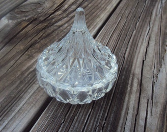 Crystal Kiss Container, Hershey's Kiss Shaped Glass Trinket Box, Vanity Box, Lidded Dish, Candy Bowl, Vintage Home Décor