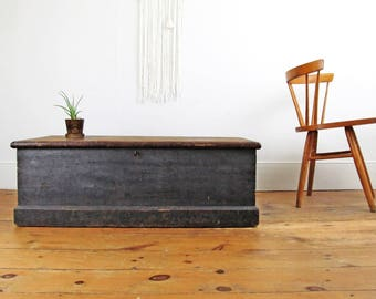 pine blanket box,coffee table,hope chest,country primitive,wood box,storage trunk,storage chest,trunk coffee table,farmhouse antiques,1875