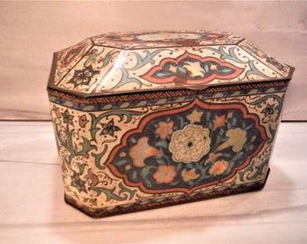 Shabby English  tin insulated lid, tin treasure box, trinket storage, vintage candy tin