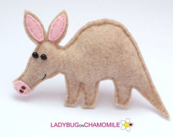 Felt AARDVARK, stuffed felt Aardvark magnet or ornament, Aardvark toy, African animals, Nursery decor, Aardvark magnet,Safari animals
