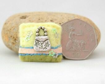 handbag brooch, gift for shoppers, girls accessories, handbag lover gift, little gift idea, gifts for women, love to shop, felt bag pin, UK