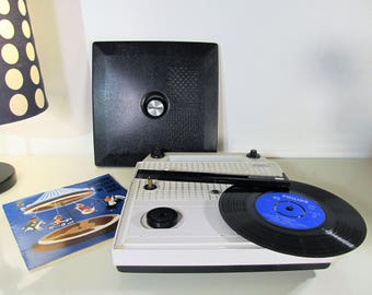 Vintage Radio and Record Player Portable Radio Gramophone NORTHAMERICAN Model NA94 Vinyl Working Record Player 33,45 rpm Made in Japan 1965