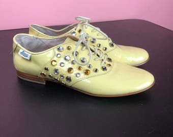 Vintage 90s Patent Leather Bedazzled Butter Yellow Rhinestone Oxford Shoes 8.5