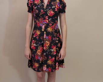 1970's Vintage Polyester Fitted A-Line Midi Dress w/ Tulip Sleeves V-Neck Goth Grunge Floral Autumn Dress