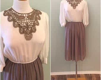 Sweet 1970s cream and beige secretary dress with lace collar