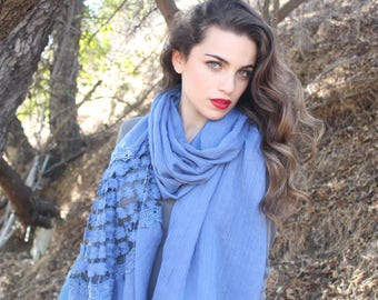 Fashion   scarf   with   lace