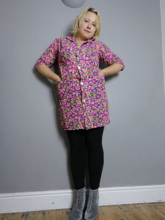 60s floral dress / 60s nylon button up dress / bright pink floral 60s house coat dress / hippie 60s vintage / kings road / 60s kimono jacket