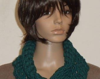 Crochet Möbiusschal in dark turquoise blue