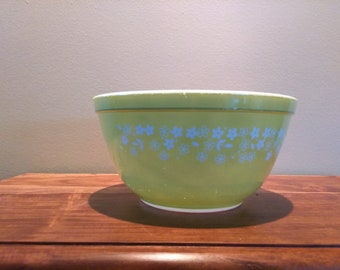 Vintage Pyrex Crazy Daisy Spring Blossom #402 Lime Green Mixing Bowl 1.5 Quart