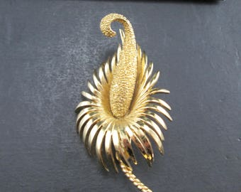 Vintage Monet Gold Tn Flower Brooch Pin Signed