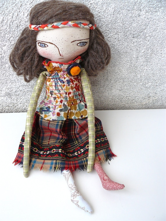 RESERVED FOR V. Art doll in cotton and alpaca. Silk and wool hair. 32 cm. Brown hair