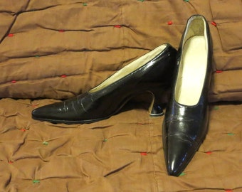 Vintage 1910s 1920s black leather high heel shoes Cuban heels pointy toe white leather lining (121017)
