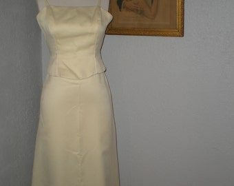 Classic Long Formal Gown/Bridesmaid Dress with wrap light yellow size 3/4 Dave and Johnny by Laura Ryner