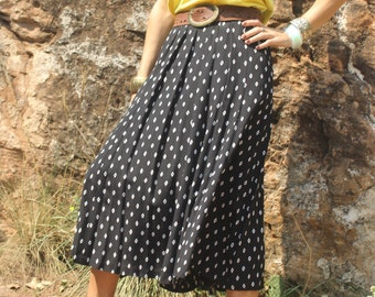 Vintage Pleated Skirt Black with Delicate White Diamond Pattern and Pockets