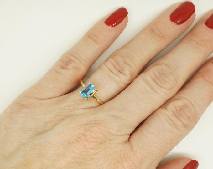 Unique Blue Topaz ring-Gold Ring-Minimalist engagement ring-Natural Blue Topaz Ring-Sky blue topaz ring-Birthstone ring-Minimalist ring