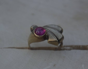 10kt Gold Ruby Ring Size 6