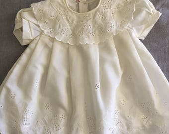 Cream vintage baby/toddler little girl's dress with beautiful eyelet and lace detailing. Approx size 1/2.