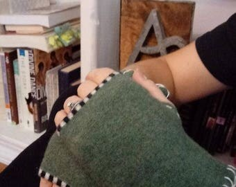Finger-less gloves, gloves, Wool Finger-less Glove-lets, wool gloves, Green Gloves, Linen, hand warmers, Up-cycle, re-fashion, fashion glove
