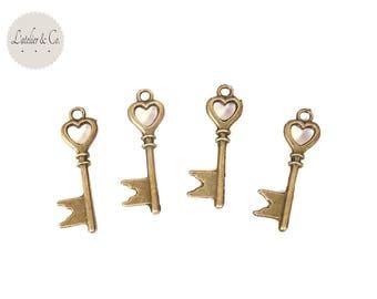 10 Breloques clé coeur drapeau 28x8mm métal bronze mariage vintage clé-23
