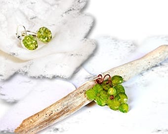Green jewelry set, fall flower pendant and green gems earrings, Grape Necklace set Green gift Peridot earring gem Jewelry Wine lovers gift