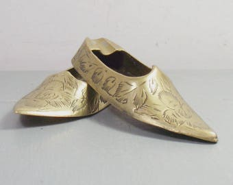 Vintage Brass Indian Shoes, Indian Brass Ashtray, Shoe Ashtrays, Etched Brass Shoes, Indian Ashtrays, Indian Decor, Boho Decor, Boho Chic