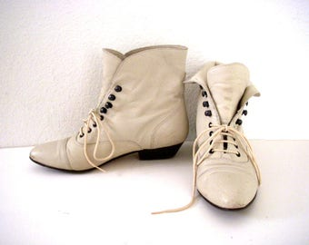 Vintage 90s Off White Ankle Boots - Leather Pixie Boots - Off White Granny Boots - Lace Up Ankle Boots - 1990s Beige Boots - Size 6