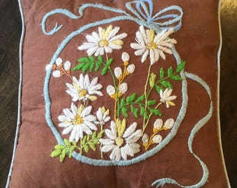 70s CREWEL THROW PILLOW / vintage brown embroidered embroidery couch flowers daisies spring summer fall autumn needlework flower