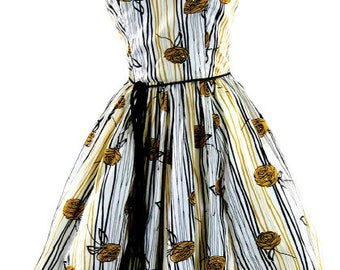 Late 1950s/ Early 1960s Floral Cotton Art Print Sun Dress - 50s/60s