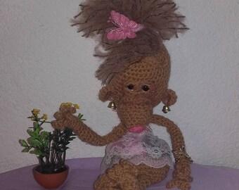 Monkey in 30 cm crocheted wool skirt.
